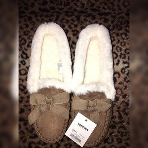 *new* Faux fur moccasins